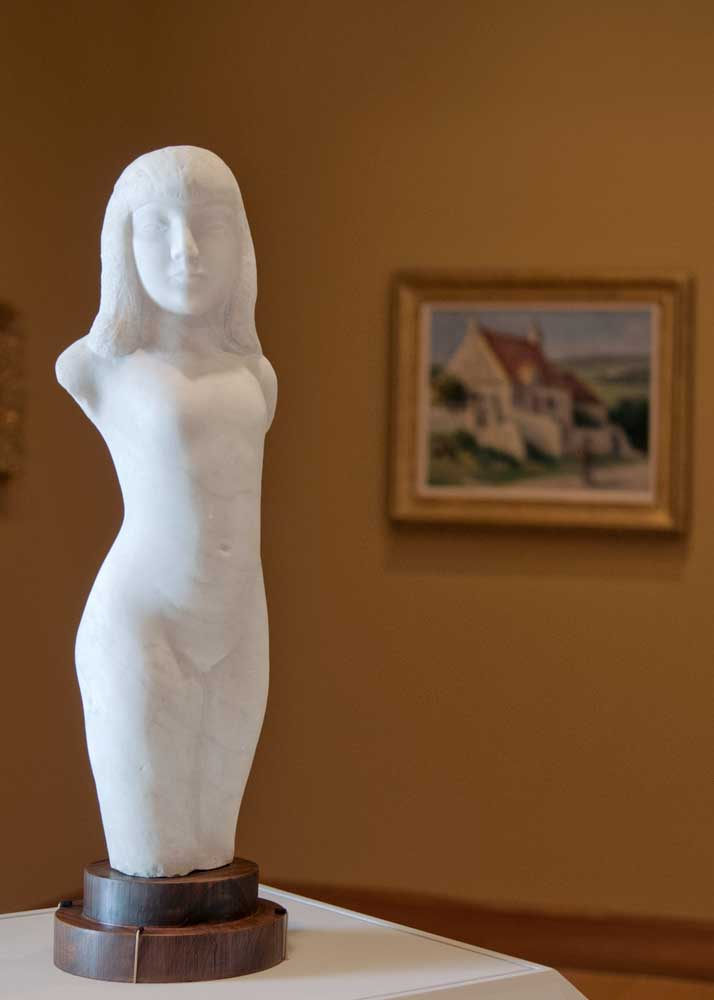statue of young woman's dorso